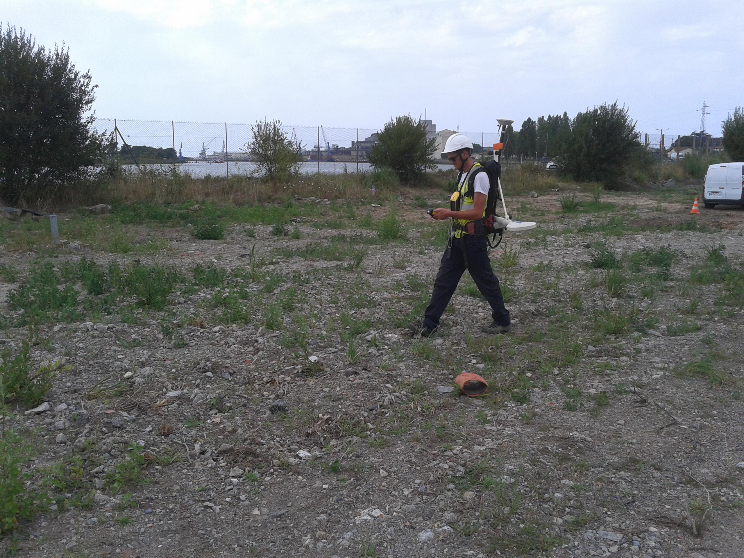 Investigation géophysique multiméthodes dans le cadre de la construction d'une barrière anti-pollution sur un ancien dépôt de la Raffinerie du Midi à Le Boucau (64)