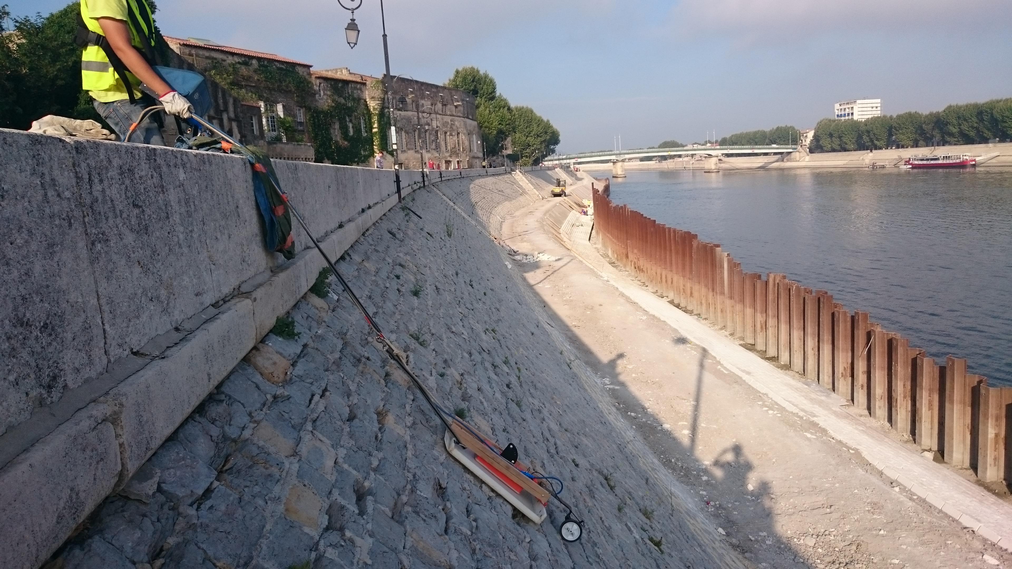 Dans le cadre de la réhabilitation du quai Max Dormoy à Arles (13),  ArkoGéos a procédé à une auscultation par géoradar.