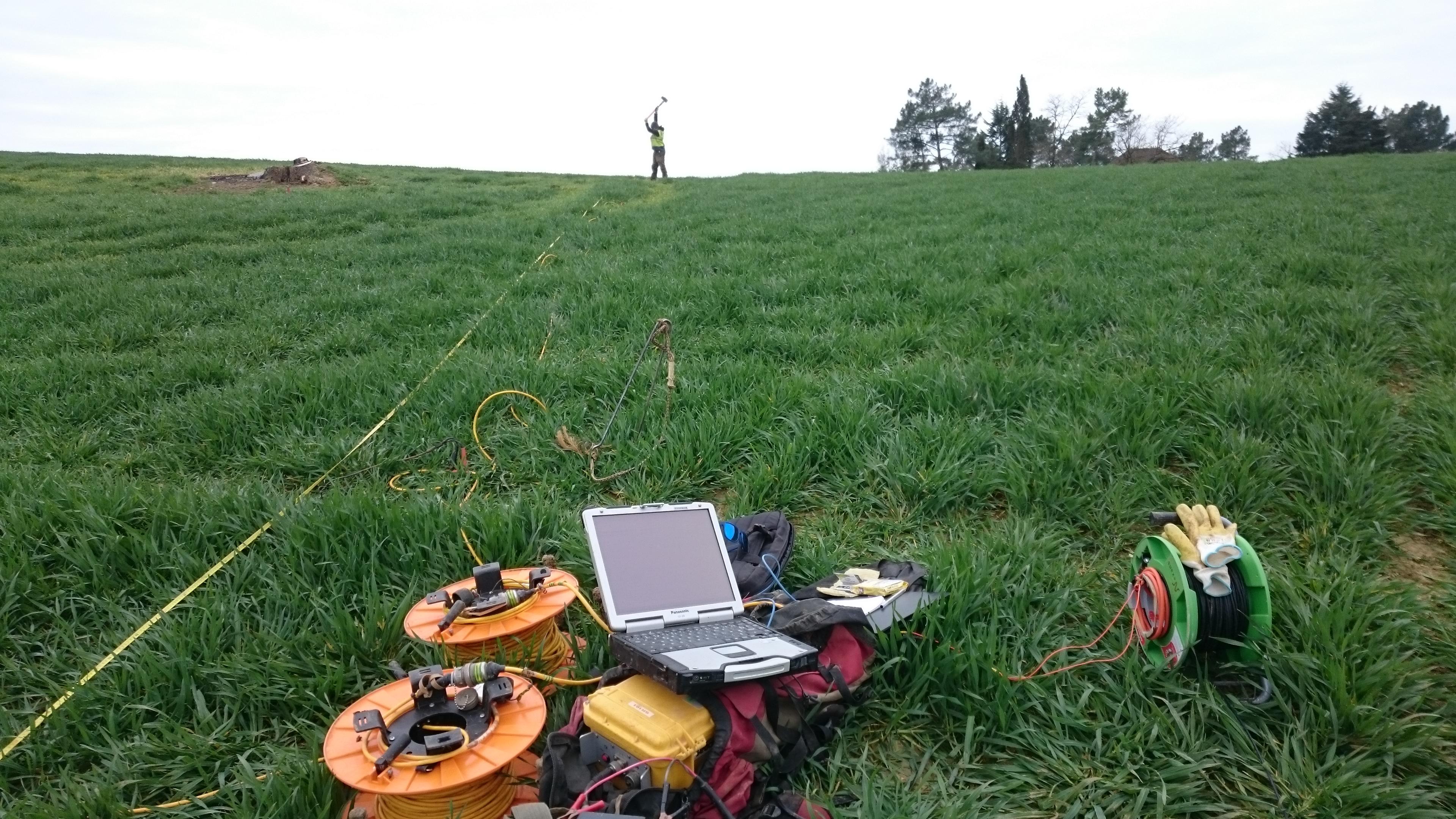 Dans le cadre de la déviation d'une conduite de Gaz (TIGF) DN80, Monbalen Ouest – Villeneuve Sur Lot (47),  ArkoGéos a procédé à une auscultation géophysique par méthodes de sismique réfraction et électromagnétisme EM31.