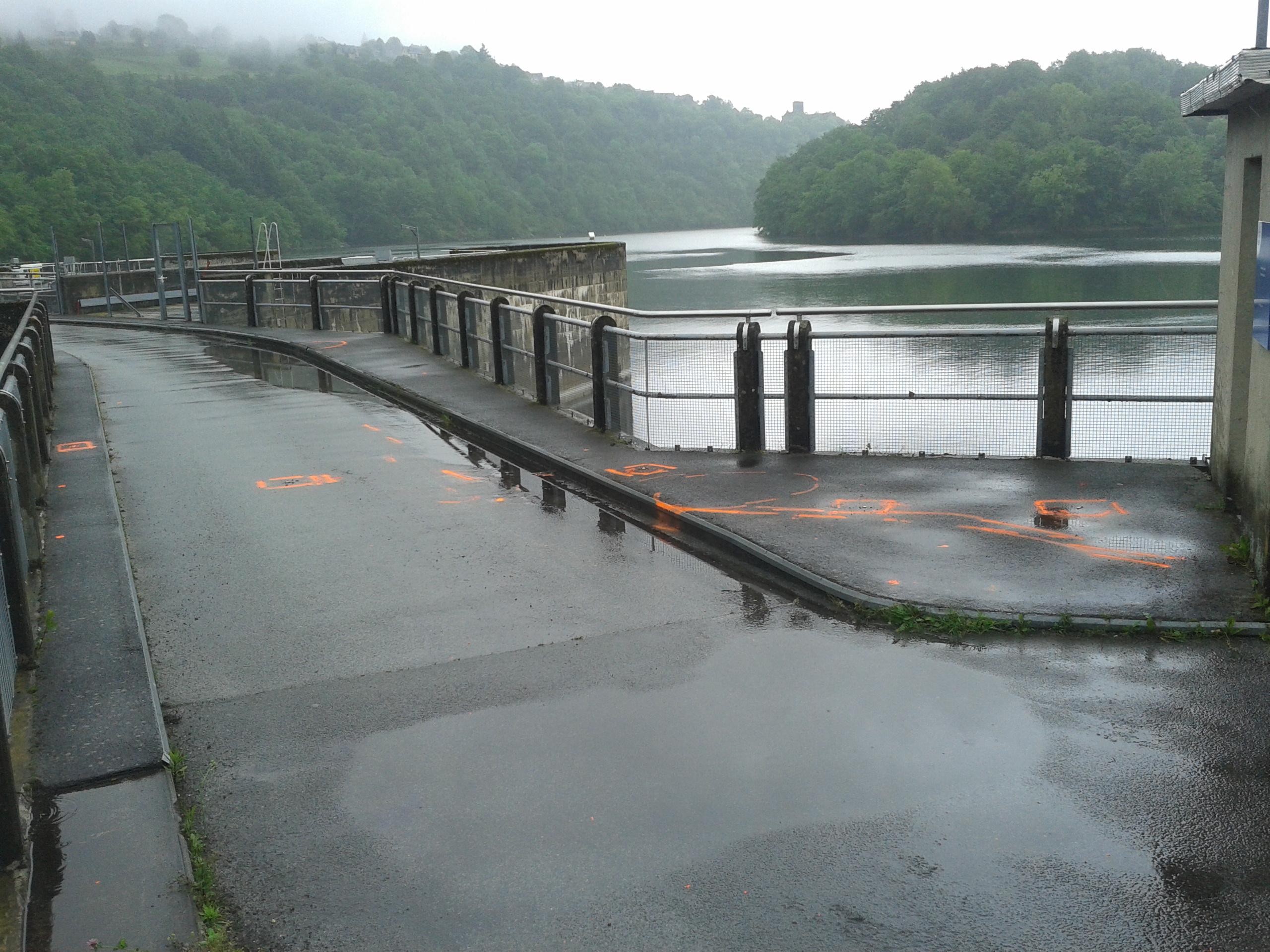 Recherche des têtes de drain sur la couronne du barrage de Castelnau (12) par investigation géoadar