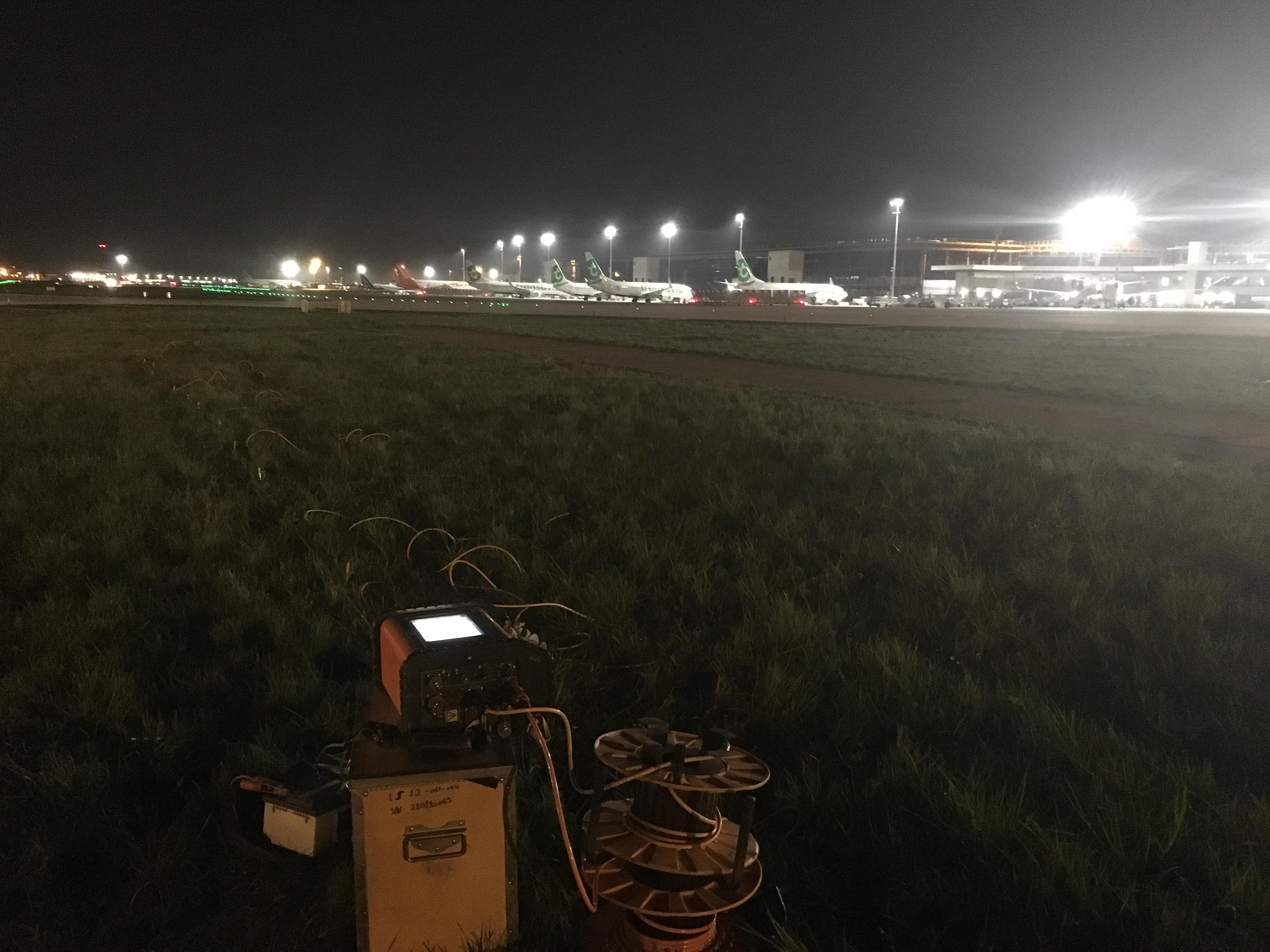 Afin de mieux connaitre la géologie du proche sous-sol dans des secteurs de l'Aéroport d'Orly (94), ArkoGéos a procédé à une investigation par panneau électrique.