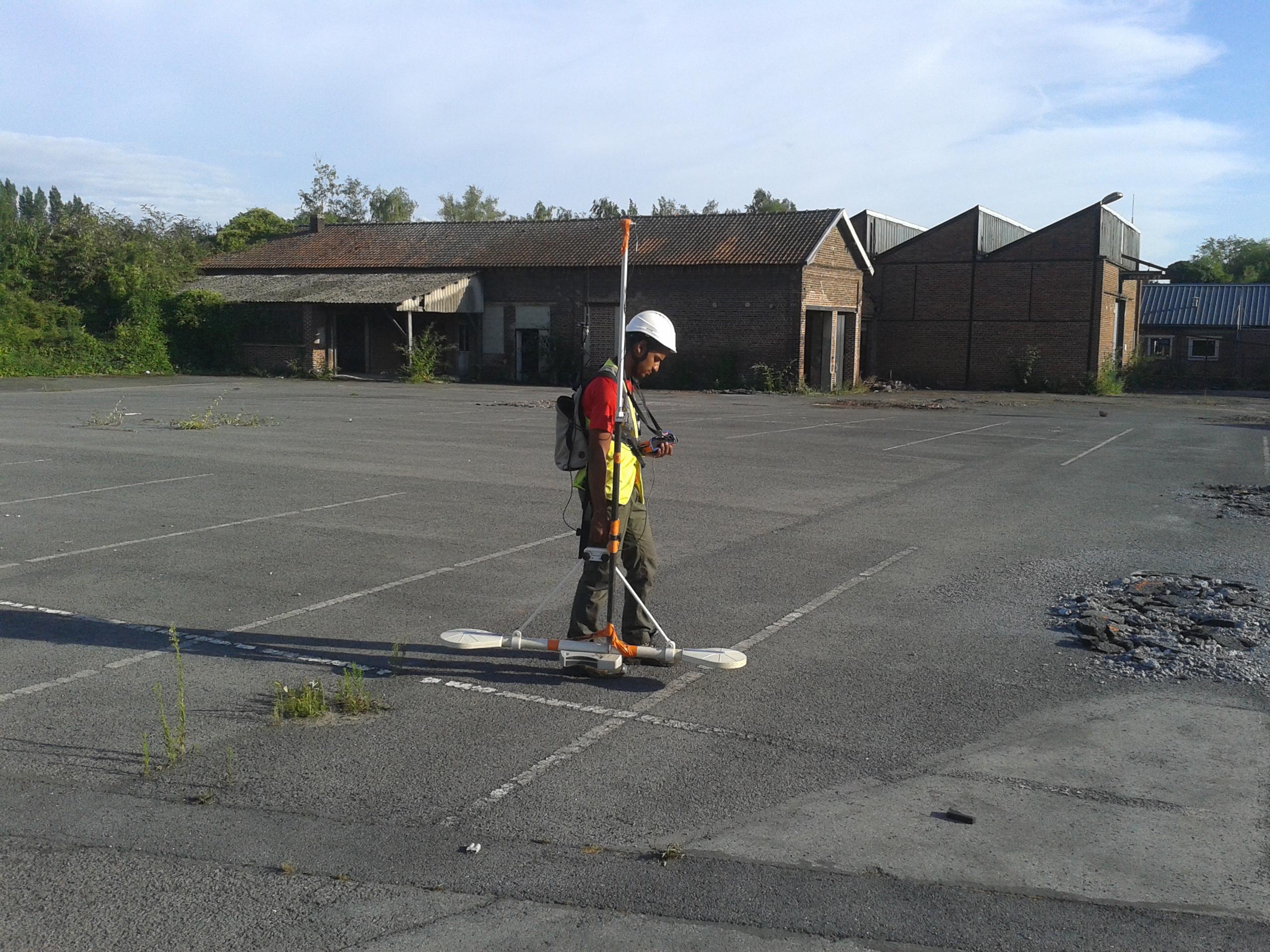 Reconnaissance géophysique par méthodes radar stream 200 Mhz et Profiler dans le cadre du démantèlement d'un site industriel sur Valencienne (59).