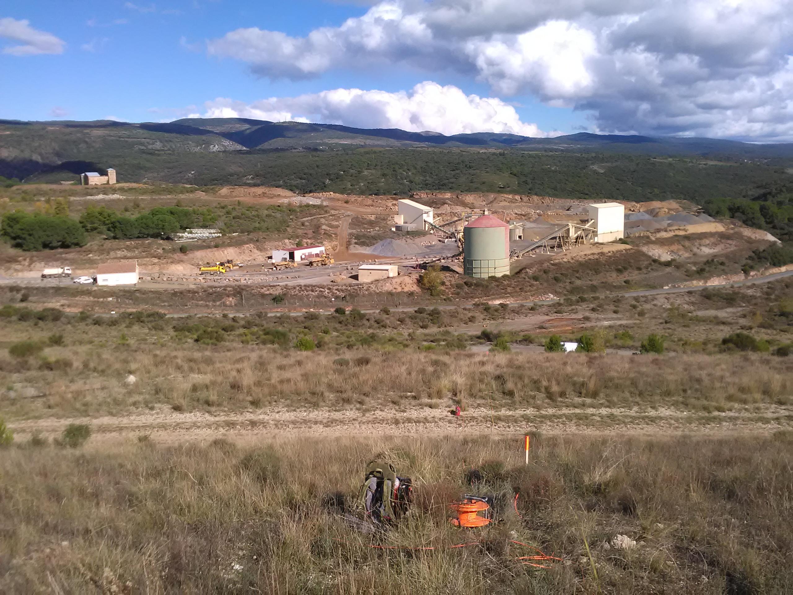 Mines de Salsigne  (11) – Caractérisation d'un bassin de stockage de boues arséniées par panneaux électriques et polarisation provoquée
